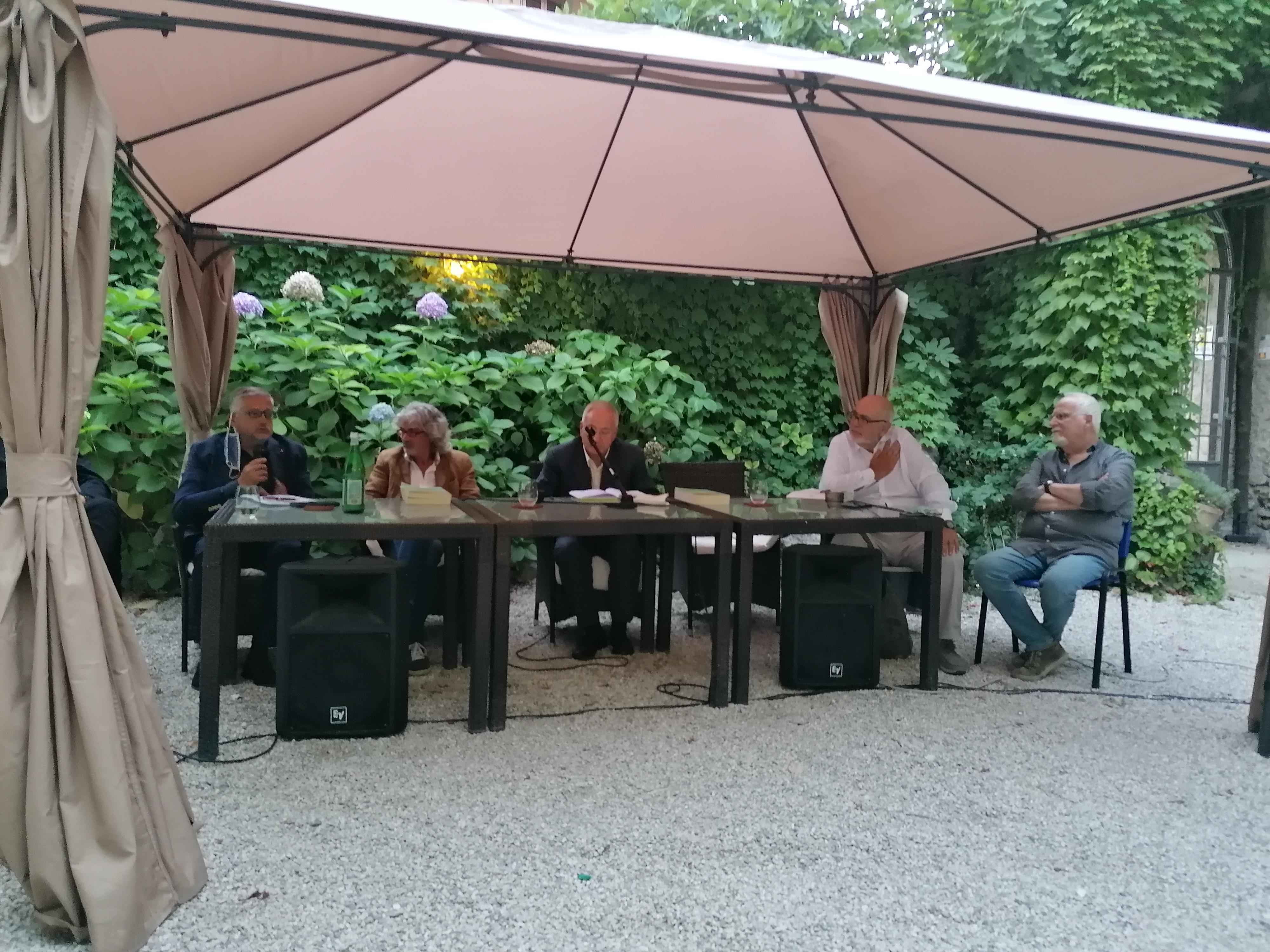 foto tavolo agerola