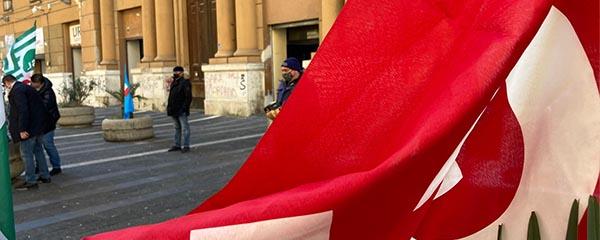foto bandiera palazzo santa lucia web